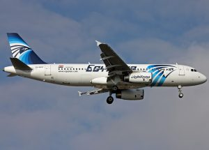 egyptair_airbus_a320_su-gcc_on_finals_at_ataturk_airport