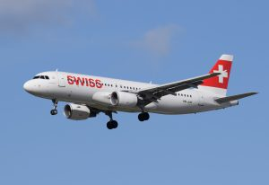 swiss_international_air_lines_airbus_a320-200_hb-jlr_arrives_london_heathrow_11apr2015_arp