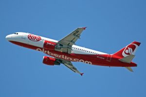 OE-LEU_A320-214_flyNiki(Air_Berlin_c-s)_PMI_31MAY13_(8904196747)