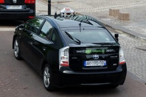 Hybrid taxi in Paris