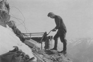 1915: Travaux sur l'arête du Hornli au Cervin pour le nouveau bivouac. - © Nachlass Philippe de Kalbermatten, Architekt