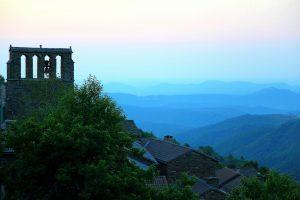 Aune naissante sur le village de Bonnevaux (Gard) ©Hervé Ducruet