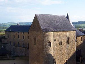 1200px-Chateau_de_Sedan