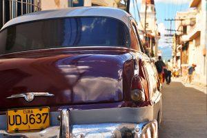 Vieille américaine dans les rues de de Santiago de Cuba ©Hervé Ducruet