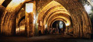 Avec ses voûtes, la saline de Salins-les-Bains évoque plutôt une cathédrale romane.