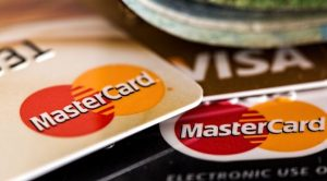 kreditkarten-mastercard-visa-e1462288597628-696x385