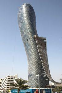 la tour de Pise d'abu dhabi