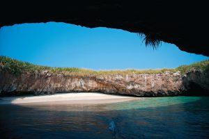 """2012.11.17 Islas Marietas, Punta Mita, Nayarit, Playita del Amor © D.R. SERGIO GARIBAY / QUID MEDIA SERVICES """"NO VENTAS-USO EDITORIAL"""""""