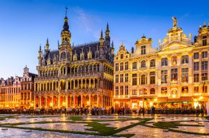 Brussels, Belgium. Wide angle night scene of the Grand Place and Maison du Roi, one of Europe finest historic squares and a must-see sight of Bruxelles ©Fotolia