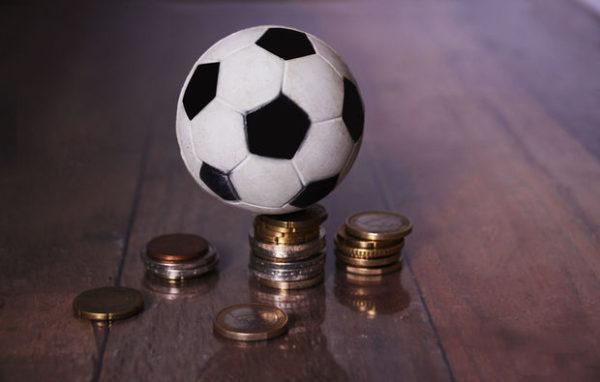 Pourquoi de nombreux joueurs de foot terminent leur carrière complètement fauchés?