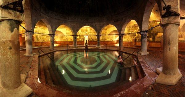 A Budapest, une plongée dans le grand bain