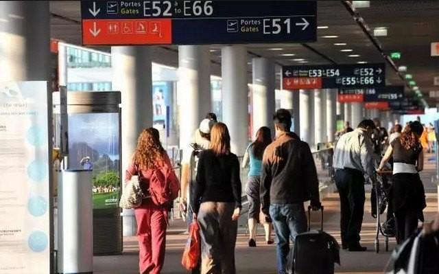 Que pensent les touristes étrangers du manque de liaison entre CDG et Paris ?