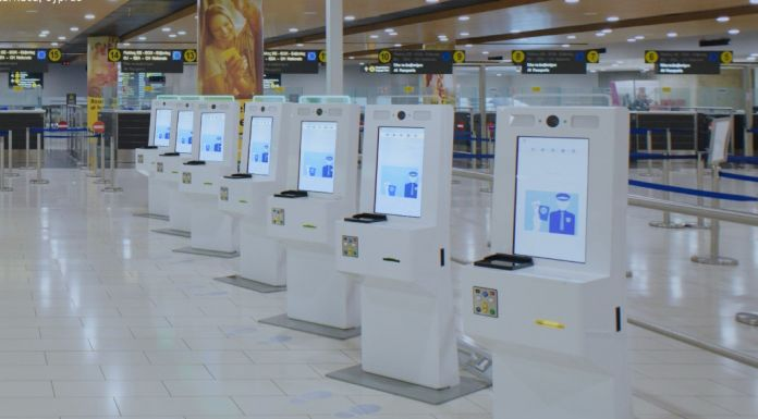 Premiers kiosques d'immigration en Islande